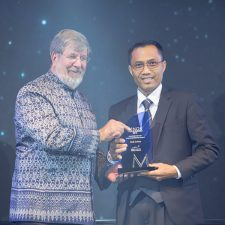 Anantara Vacation Club Seminyak Bali's General Manager, Made Subrata, Receives Award of Excellence